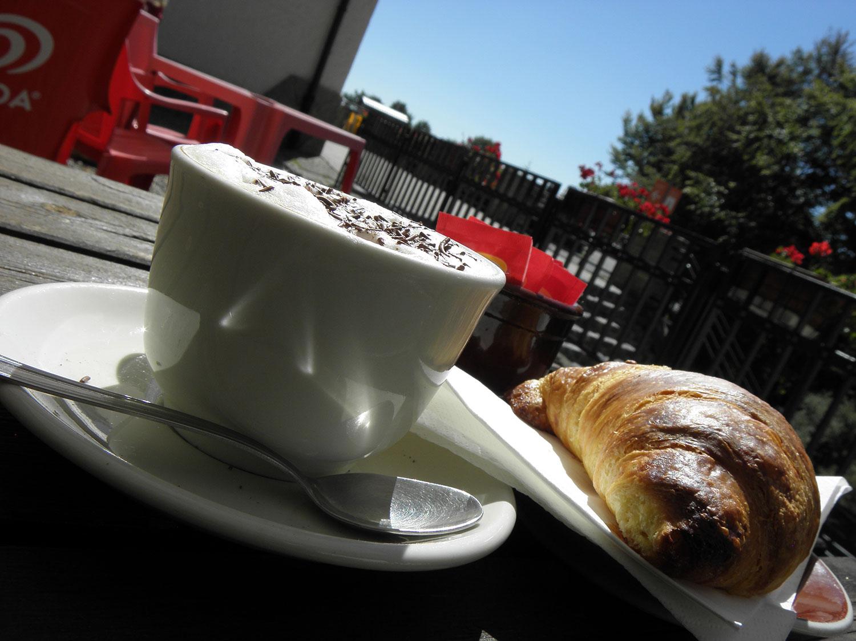 http://www.albergolapinetabielmonte.it/wp-content/uploads/2015/09/pineta_colazione.jpg