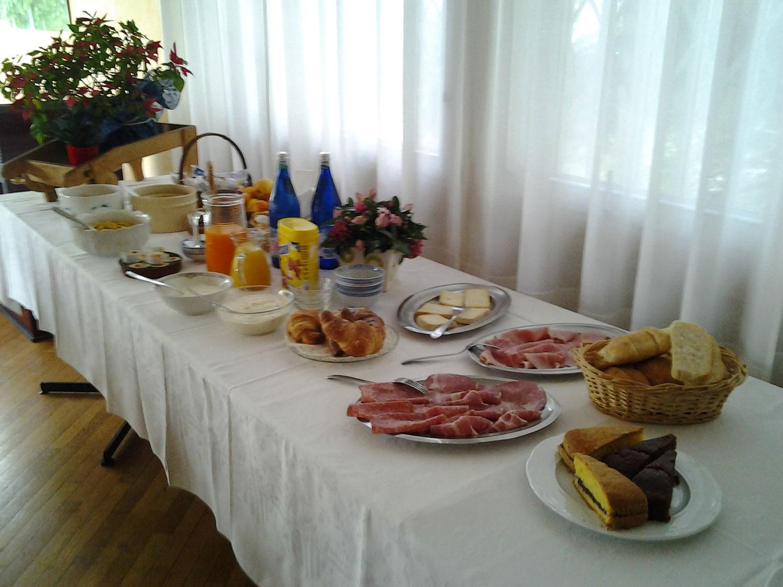 http://www.albergolapinetabielmonte.it/wp-content/uploads/2017/12/pineta_buffet.jpg