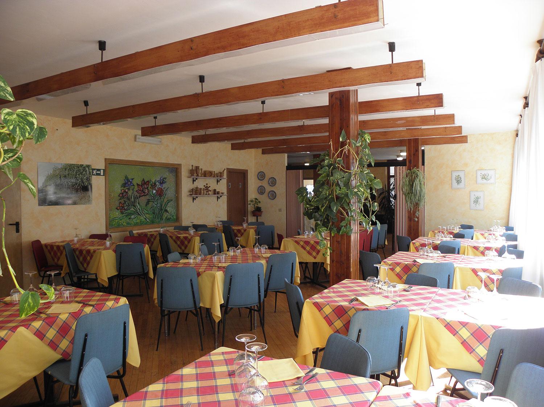 http://www.albergolapinetabielmonte.it/wp-content/uploads/2017/12/pineta_ristorante.jpg